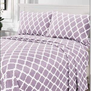 ⭐️SALE⭐️King 4pc Lavender Arabesque Bedsheets